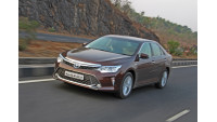 Toyota Camry Hybrid Images 35