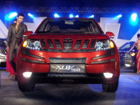 Mahindra XUV500 Launch Front Picture 1