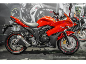 2016 Auto Expo: Suzuki Gixxer SF introduced in Candy Antares Red color