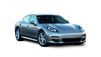 Nissan GT-R Vs Porsche Panamera