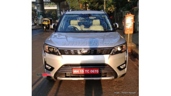 Mahindra XUV300 W6 AMT spied