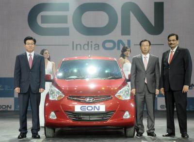 Hyundai aims to sell 1.5 lakh units of small car EON by year 2012   CarTrade.com