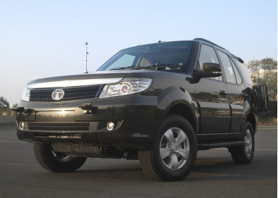 Tata unveils Safari Storme Armoured and GS 800 at DEFEXPO India 2012  | CarTrade.com