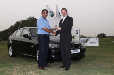 Winner of the BMW Hole-in-One Challenge receives the new BMW 320i | CarTrade.com