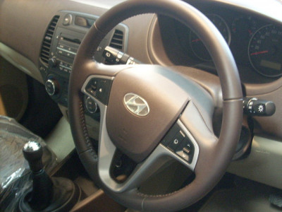 Road test of Hyundai i20 and comparison with Maruti Swift and Skoda Fabia | CarTrade.com