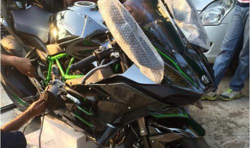 Indian skipper MS Dhoni adds Kawasaki Ninja H2 to his interesting collection of motorbikes   CarTrade.com