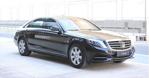 President pranab mukherjee considers upgrading to the new for Mercedes benz guard for sale