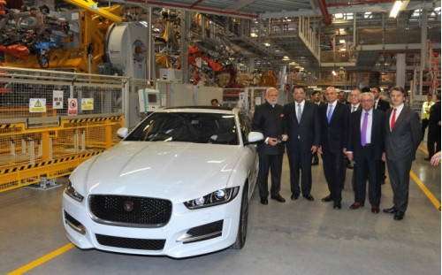 Narendra Modi visits Jaguar Land Rover plant in UK | CarTrade.com