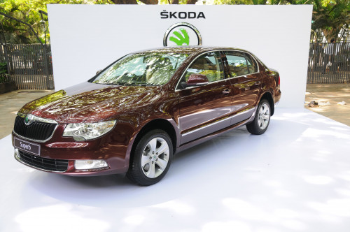 How 2012 Skoda Superb Ambition fares in the Indian auto market | CarTrade.com