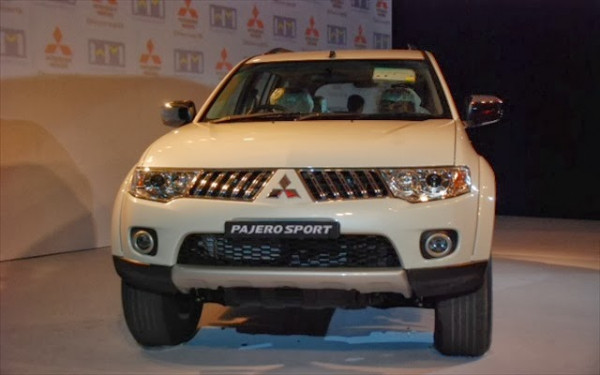 Automatic SUV comparison - Mitsubishi Pajero Sport Vs Ssangyong Mahindra Rexton RX7 | CarTrade.com