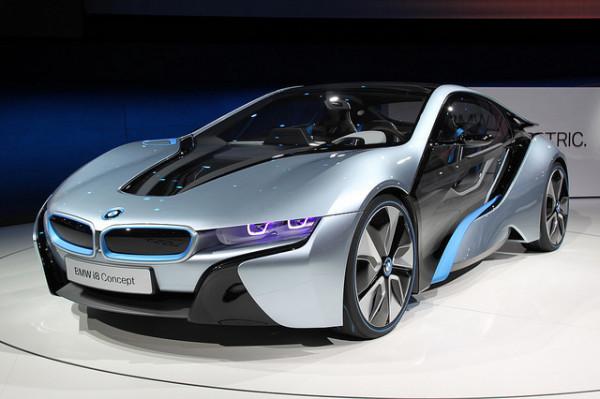 Uma Thurman drives the stylish BMW i8 Concept Roadster at