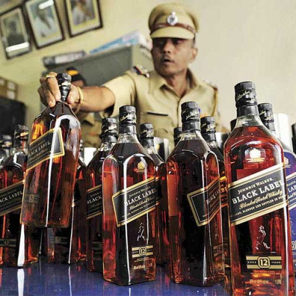 Cars and Two wheelers ferrying alcohol to Maharashtra from Daman and Goa seized before election | CarTrade.com