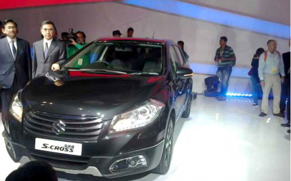 Crossover comparo - Maruti Suzuki SX4 S Cross vs Toyota Etios Cross | CarTrade.com