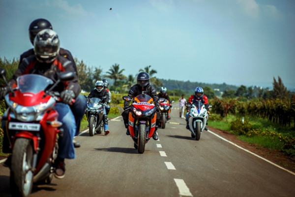 Honda flags off Superbike Ride from Mumbai | CarTrade.com