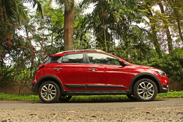 Hyundai i20 Active Pictures 2
