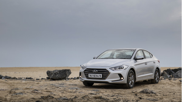 Hyundai Elantra Expert Review, Elantra Road Test - 206694 | CarTrade