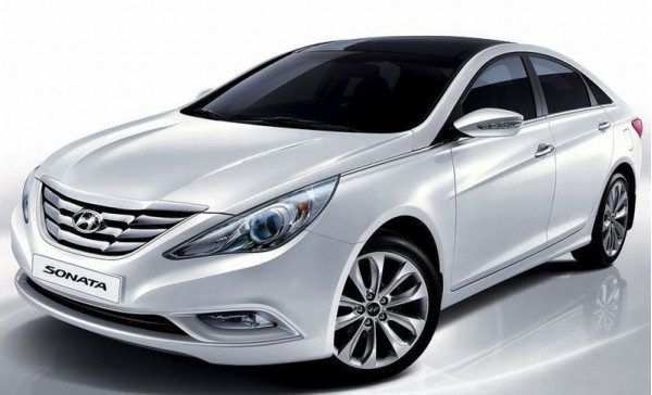 Hyundai India luring Indian buyers by offering a Samsung Note smartphone on purchase of a Sonata sedan | CarTrade.com