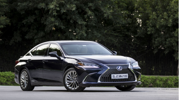 Lexus ES Expert Review, ES Road Test - 207025 | CarTrade