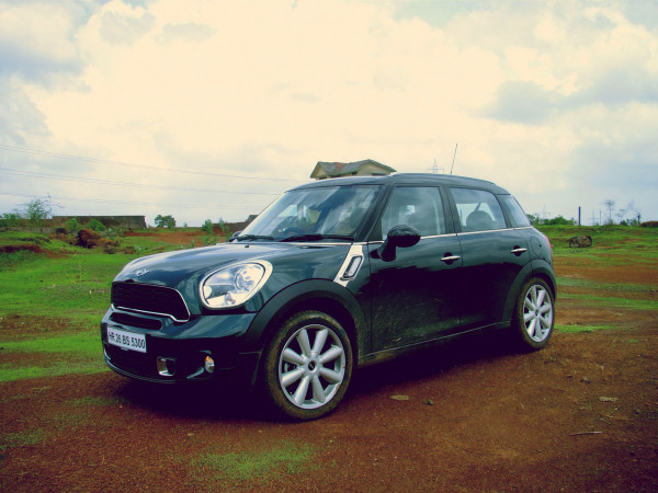 MINI India completes a successful 2012 by selling 302 units  | CarTrade.com
