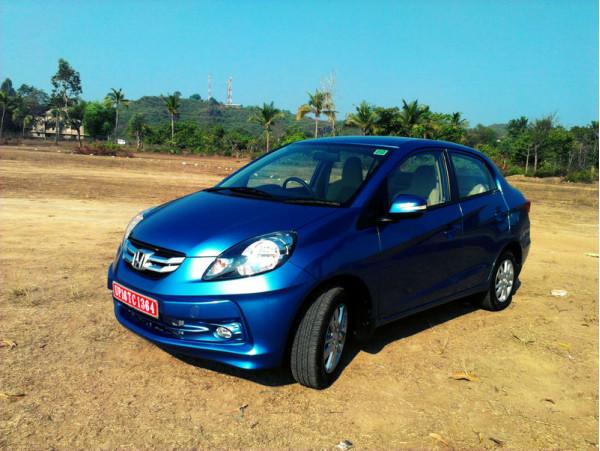 New Sedan comparo - Honda Amaze Vs Hyundai Xcent   CarTrade.com