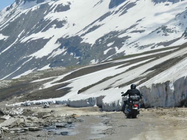 Nine Harley-Davidson riders reach Khardung La | CarTrade.com