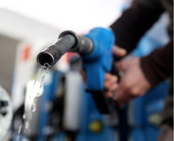Petrol cost rises by Rs. 1.69 per litre, diesel rises by 50 Paise per litre | CarTrade.com