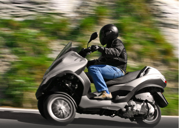 Piaggio and Vespa recalls more than 2600 Scooter over faulty fuel pump issue | CarTrade.com