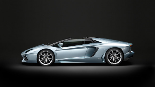 Pirelli Edition of 2015 Lamborghini Aventador LP 700-4 Unveiled | CarTrade.com