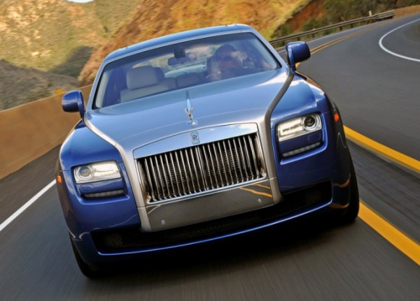 New Rolls-Royce Ghost facelift caught testing on Europe streets | CarTrade.com