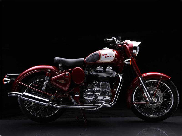 Clash of Thumpers - Royal Enfield Classic 500 Vs Harley Davidson Street 750 | CarTrade.com