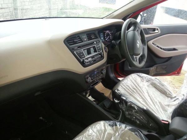 Spied new 2015 hyundai elite i20 interior cartrade for Hyundai i20 2015 interior