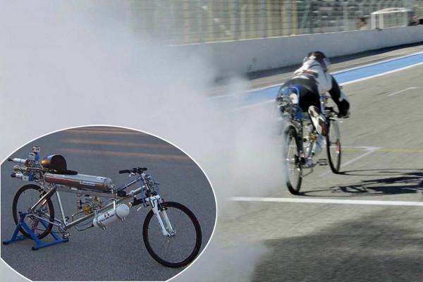 Swiss rider clocks 333 Km/Hr on a rocket propelled bike | CarTrade.com