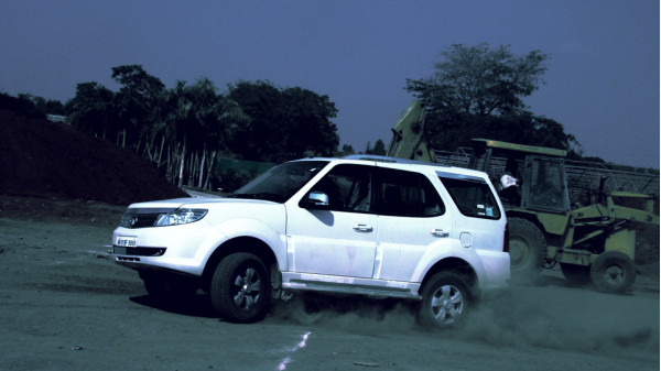 Tata Motors aiming at superior market share with Safari Storme in India | CarTrade.com