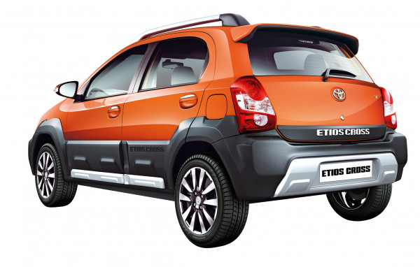 Toyota Etios Cross - Petrol Vs Diesel | CarTrade.com