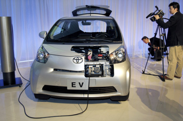 Toyota shall begin charging infrastructure testing of Plug-In Hybrid Vehicles (PHVs) and Electric Vehicles (EVs) in Japan | CarTrade.com