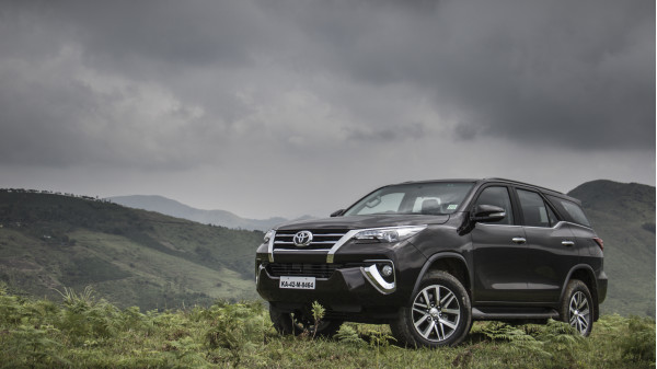 Toyota Fortuner Expert Review, Fortuner Road Test - 206744 | CarTrade