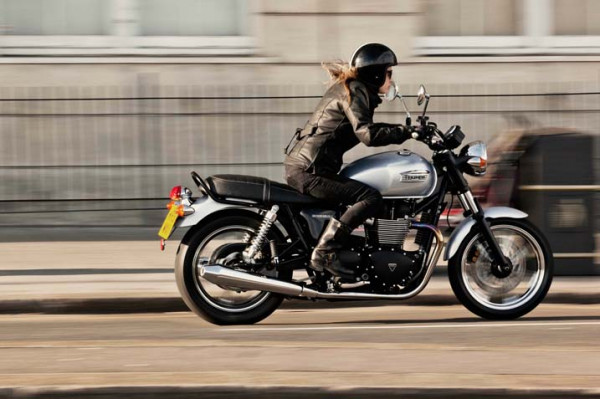 Triumph officially enters Indian bike market | CarTrade.com