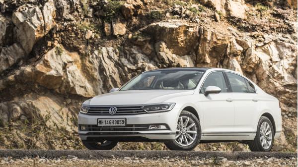 2017 Volkswagen Passat First Drive Review - CarTrade