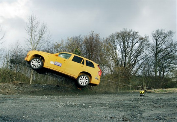 2015 Volvo XC90 addresses dangerous run-off road crashes with world-first solution