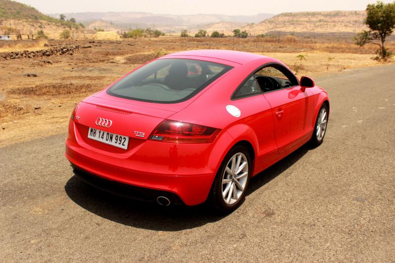 Audi TT Rear quarter stop image