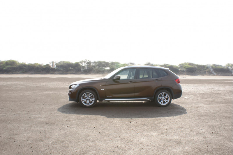 bmw x1 expert review x1 road test 114244 cartrade. Black Bedroom Furniture Sets. Home Design Ideas