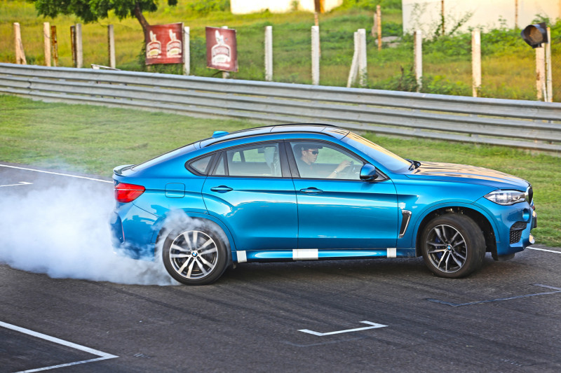 Bmw X6 Expert Review X6 Road Test 206342 Cartrade