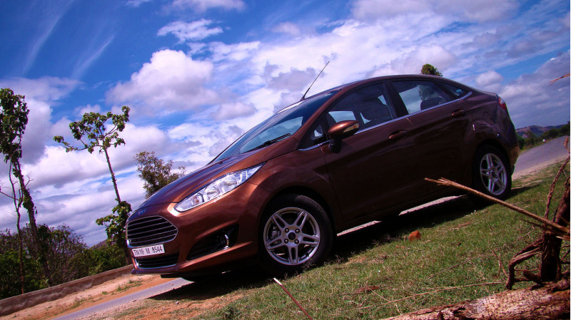 2014 Ford Fiesta Images 36
