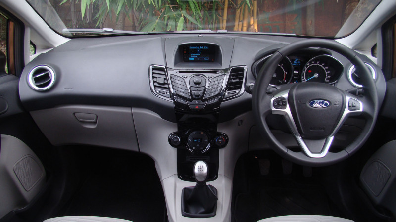 2014 Ford Fiesta Pictures 11