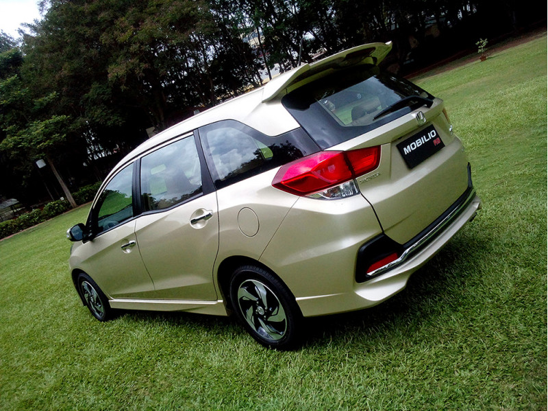 Honda Mobilio Images, Photos And Picture Gallery