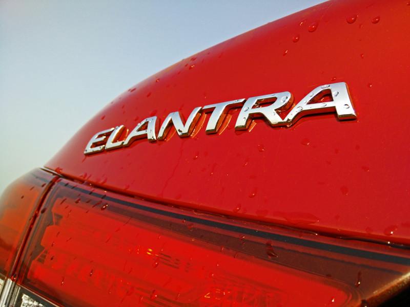 Hyundai Elantra Images 17