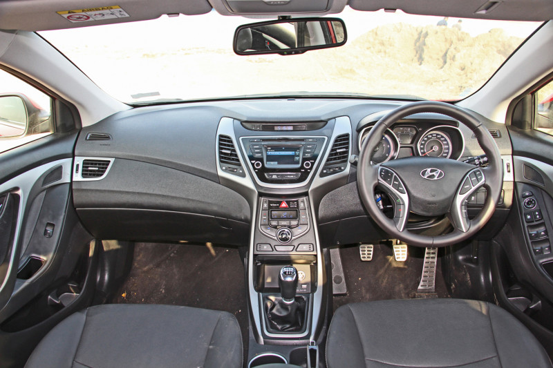 Hyundai Elantra Photos 1