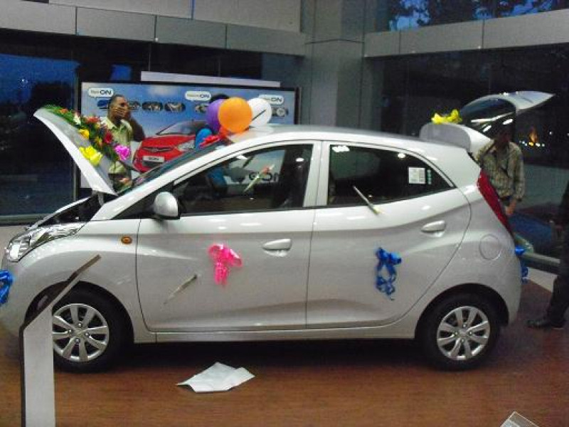 Hyundai Eon Images Photos And Picture Gallery 115212 Cartrade