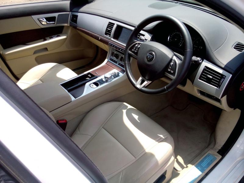 Jaguar XF Images 4