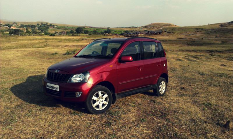 Mahindra Quanto profile right view